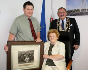 Olive Evans, her son Christopher Evans and the mayor, Councillor John Evans.