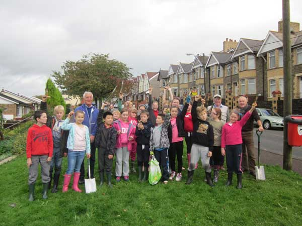 Pupils from Pontllanfraith Primary School