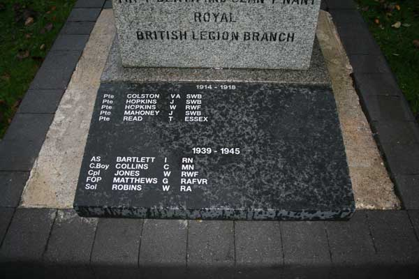 The plaque, which is inscribed with the names of local Tir-y-Berth men who lost their lives in the line of duty during the First and Second World Wars.