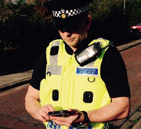 Gwent Police is to recruit 100 new officers