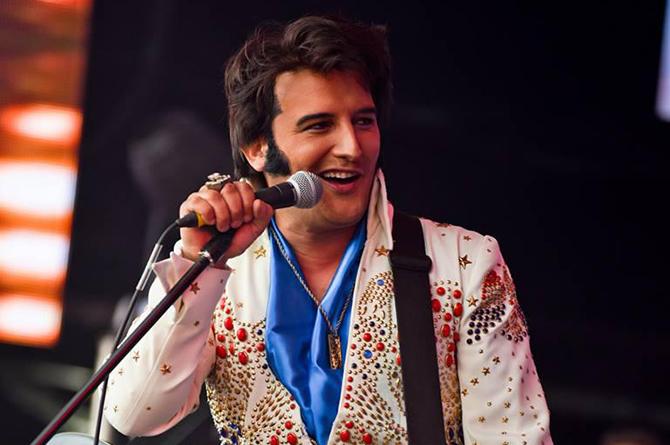 Gordon Davis is a multi-award winning Elvis Presley tribute act