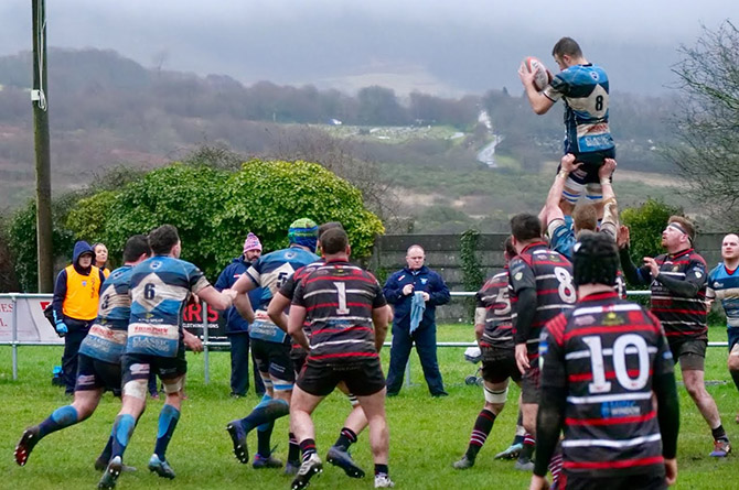 Bargoed winning a lineout against Maesteg Quins