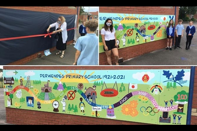 Derwendeg Primary School pupils with the mural and Cllr Donna Cushing, top left, cutting the ribbon